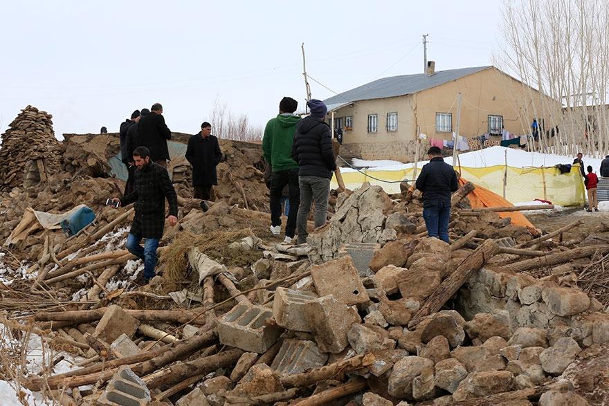 Başkale'deki Deprem bölgesinden fotoğraflar 1