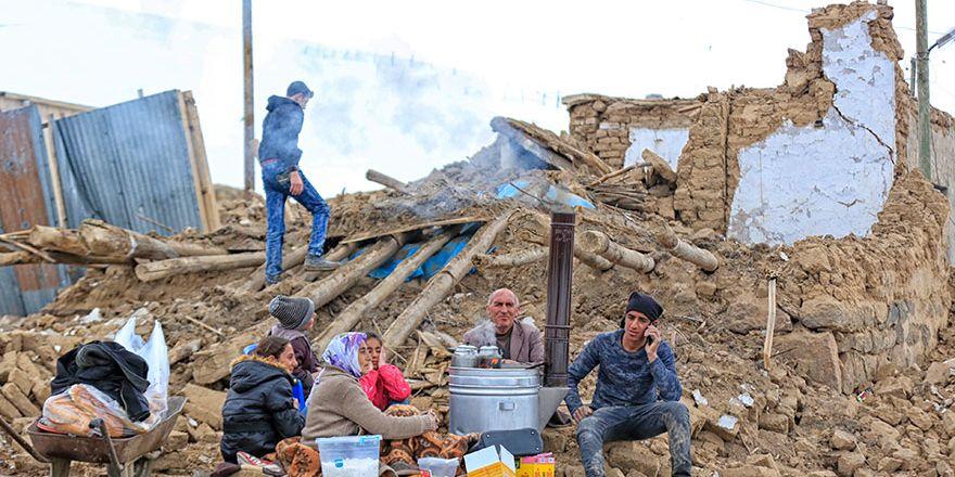 Başkale'deki Deprem bölgesinden fotoğraflar