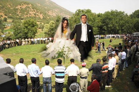 Şemdinli Belediye Başkanı Töre'ye festival gibi düğün 45