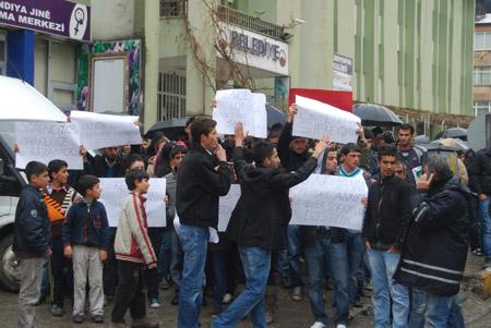 Hakkari'de 'şifre' protestosu 1