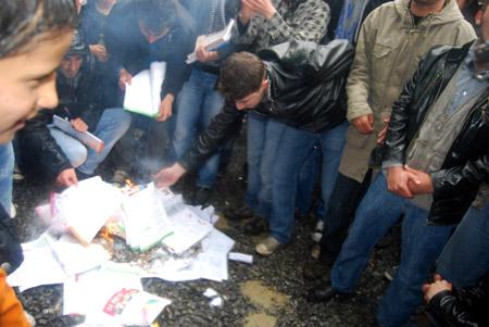 Hakkari'de 'şifre' protestosu 15