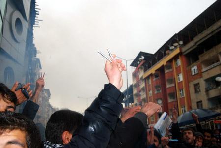 Hakkari'de 'şifre' protestosu 17