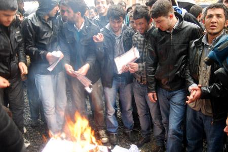 Hakkari'de 'şifre' protestosu 18