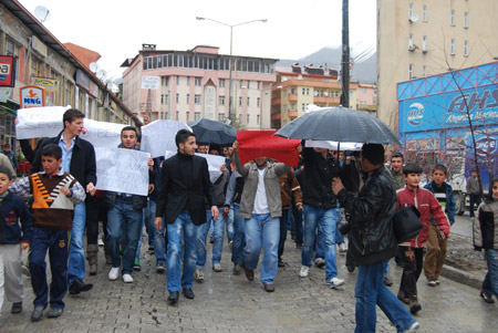Hakkari'de 'şifre' protestosu 2