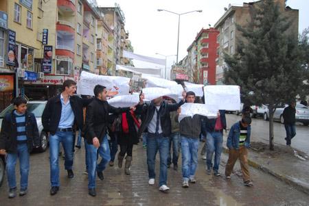 Hakkari'de 'şifre' protestosu 5
