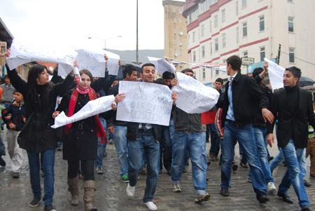 Hakkari'de 'şifre' protestosu 6