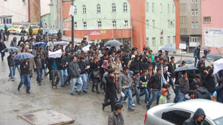 Hakkari'de 'şifre' protestosu 9