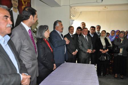 Demokrasi  adayları seçim kurullarına başvurdu 15