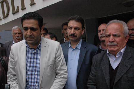 Demokrasi  adayları seçim kurullarına başvurdu 2