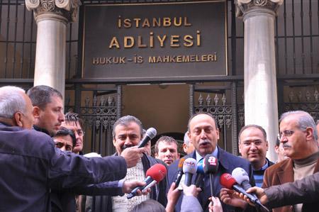 Demokrasi  adayları seçim kurullarına başvurdu 28