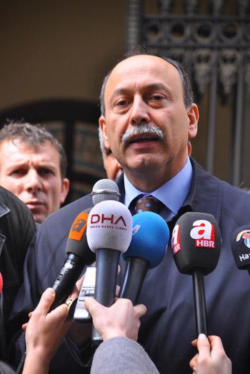 Demokrasi  adayları seçim kurullarına başvurdu 37
