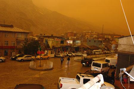 Hakkari ve Şırnak'ta toz bulutu 12