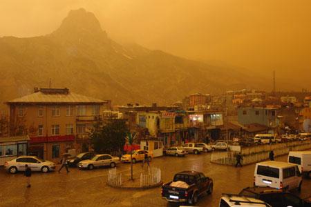 Hakkari ve Şırnak'ta toz bulutu 14