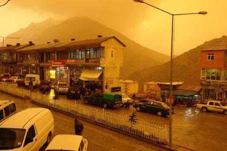 Hakkari ve Şırnak'ta toz bulutu 16