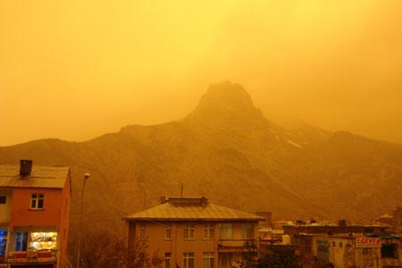Hakkari ve Şırnak'ta toz bulutu 18
