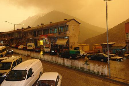 Hakkari ve Şırnak'ta toz bulutu 22