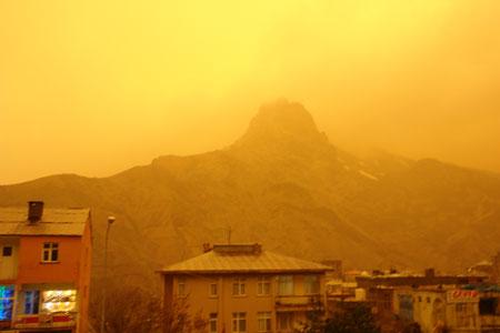 Hakkari ve Şırnak'ta toz bulutu 23