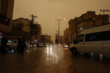 Hakkari ve Şırnak'ta toz bulutu 24