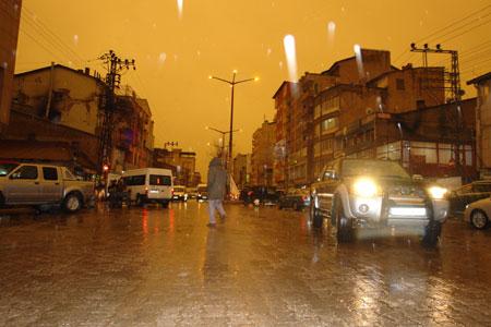 Hakkari ve Şırnak'ta toz bulutu 25