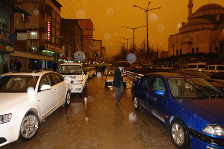Hakkari ve Şırnak'ta toz bulutu 26