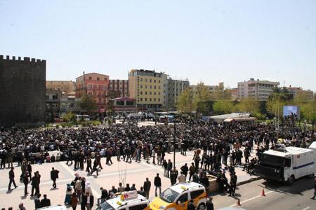 Kürtler 'Sivil Cuma'da buluştu 102