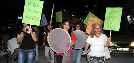 Hakkari'de kadınlardan gürültü eylemi