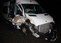 Tur minibüsü kaza yaptı: 12 yaralı
