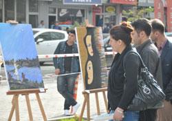 Hakkari'de öğrenciler yararına resim ve fotoğraf sergisi