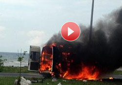 Minibüs alev alev yandı
