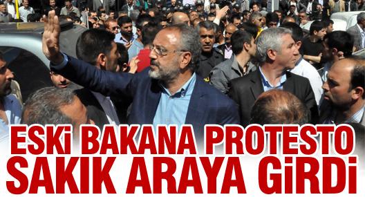 Eski bakana protesto Sakık araya girdi