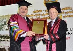 Hewlêr'de Beşikçi'ye fahri doktora ünvanı