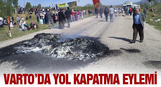 Varto'da Yol Kapatma Eylemi