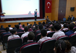 Yüksekova'da lise öğrencilerine seminer