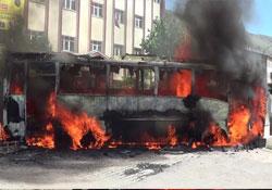 Protesto için otobüs yaktılar