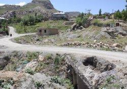 Bağlar Mahallesi yollarının asfaltlanmasını isityor
