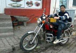 2 Motosiklet İle Kamyonet Çarpıştı: 1 Ölü, 2 Yaralı