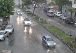Besni'de Sağanak Yağış