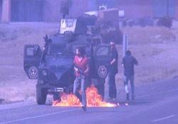 Polis yanmaktan son anda kurtuldu