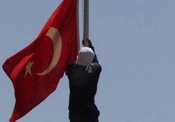 IŞİD'e karşı bayraklar