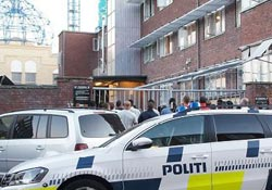 Polis cami bastı çok sayıda genci gözaltına aldı