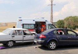 Gaziantep'te 2 Otomobil Çarpıştı: 10 Yaralı