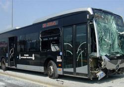 Polisten kaçan su satıcılarına metrobüs çarptı: 1 ölü, 1 yaralı