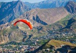 Hakkari'de yamaç paraşütü çalışması