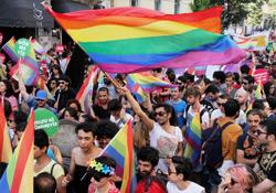 Binler 'Trans Onuru' için yürüdü