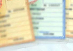 Diyanet'e kızdı, cüzdanındaki 'din' bölümünü sildirdi