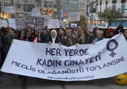 Kadınlar, kadın cinayetlerinin önlenmesi için yürüyüş düzenledi