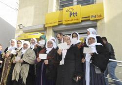 Yüksekova'da cezaevindeki kadın tutsaklara kart gönderildi