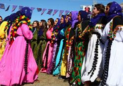 Kadınlardan renkli 8 Mart kutlamaları