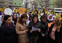 Vanlı kadınlar şiddete karşı yürüdü