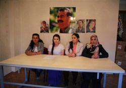 Genç kadınlar Öcalan'ın özgürlüğü için alanlara çıkıyor